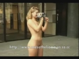Hot Chicks Nude in Public Thumbnail