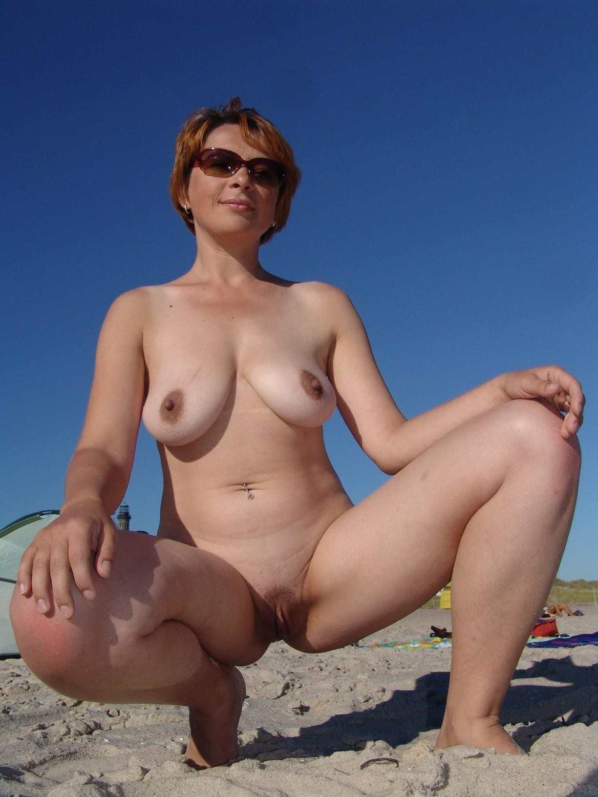 nude Milf caption spreads for boy
